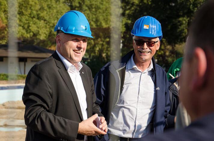 """Oberbürgermeister Stefan Schlatterer machte deutlich: Das alte Bad war und das neue Bad wird """"eine Riesenattraktion"""" für Emmendingen."""
