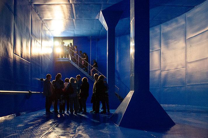 Wo sonst 600.000 Liter Trinkwasser für Emmendingen bereit steht, durften die Besucher am Sonntag herumspazieren. Wasserfachkraft Leonhardt Gass von den Stadtwerken erläuterte die Funktionsweise des Hochbehälters.