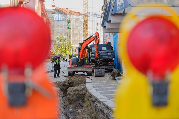 Bagger an einem Graben in der Theodor-Ludwig-Straße